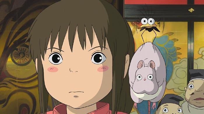 Animeserien und -filme sind dank Netflix und Co inzwischen längst für ein internationales Publikum abrufbar und erfreuen sich auch immer wachsenderer Beliebtheit. Vor 20 Jahren war das noch anders - Chihiros Reise ins Zauberland war einer der ersten großen Erfolge weltweit. Das Studio Ghibli produzierte bereits vorher Animefilme, wurde aber durch die Abenteuer der kleinen Chihiro, die einen Weg sucht, um ihre verzauberten Eltern zu retten, international bekannt. Er war lange Zeit der weltweit erfolgreichste Animefilm (nach Einspielergebnissen)und ist der meistausgezeichnete Zeichentrickfilm.