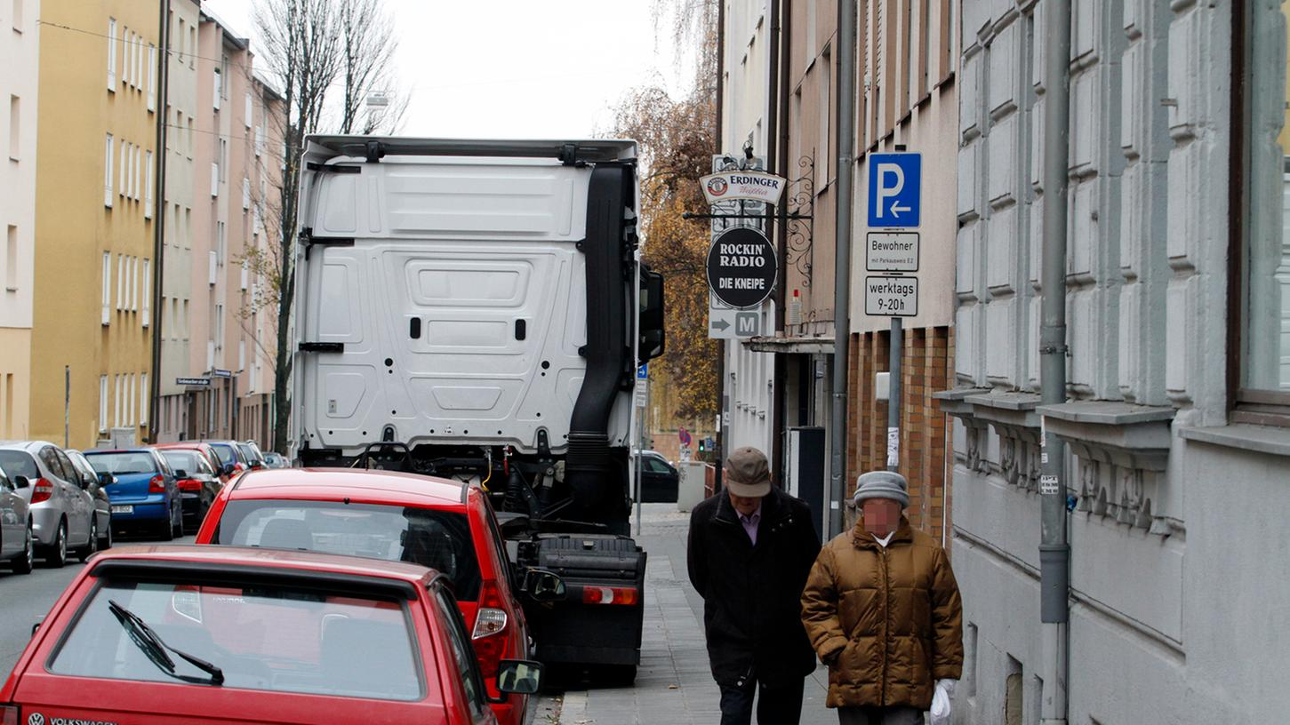 Egal ob Lkw, Kleintransporter oder Wohnmobil: geparkte Großfahrzeuge sorgen für Unmut bei Anwohnern.