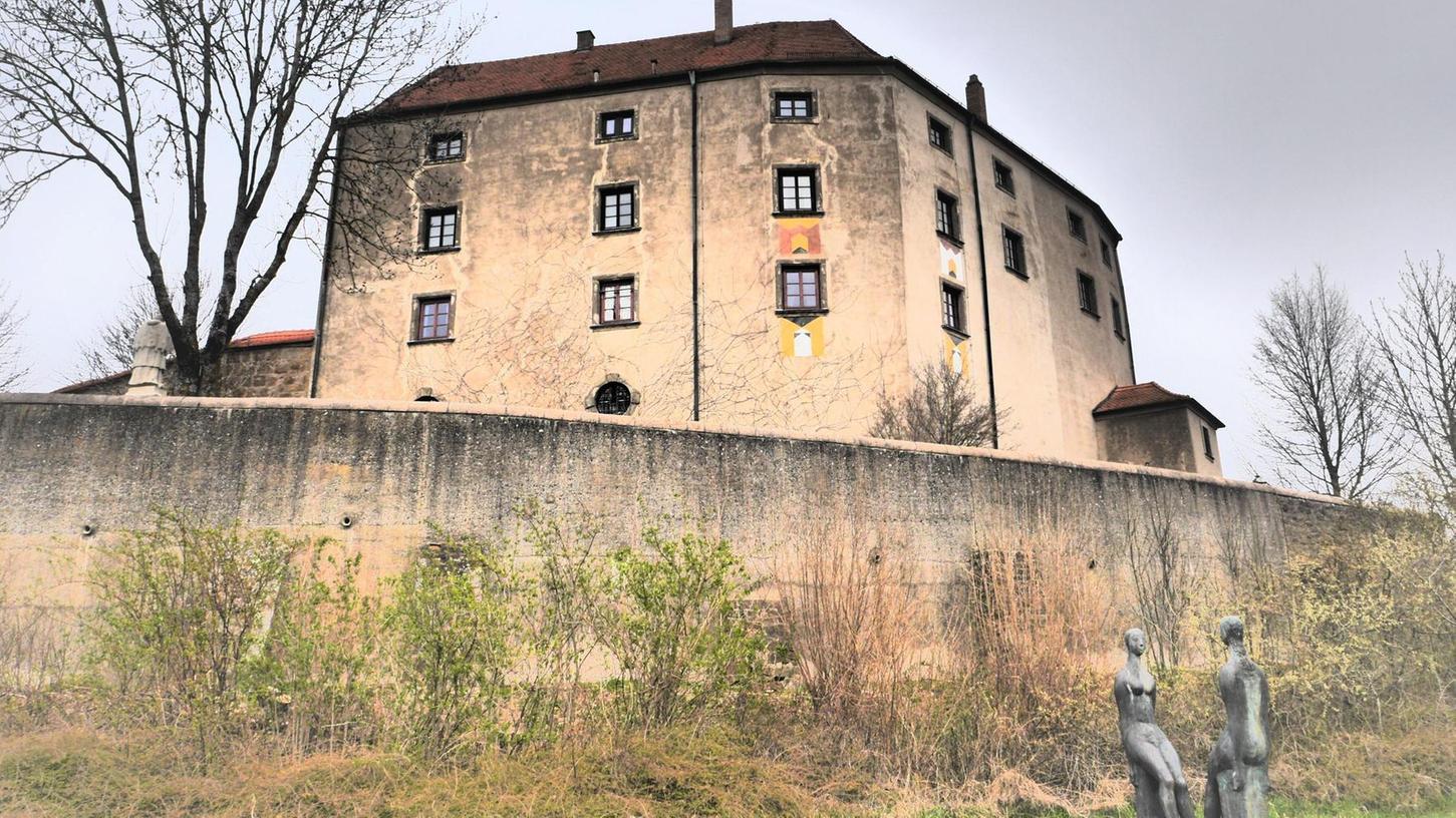 Dank des Künstlers Ernst Steinacker ist das Schloss Spielberg ein Walburgen- und Engelstreffpunkt.