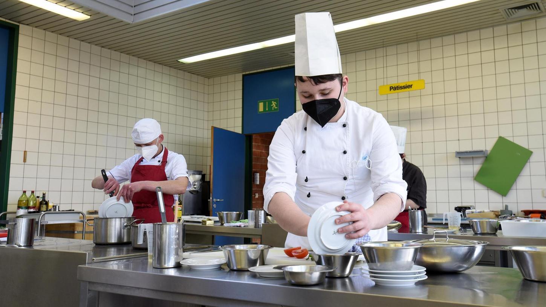 An der Berufsschule Pegnitz lernen die Koch-Azubis in mindestens zehn Stunden, wie man vegetarisch-vegan kocht.