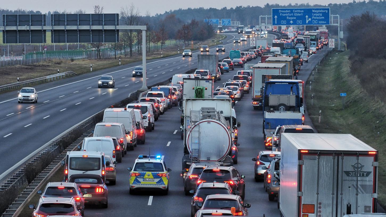 Das Bilden von Rettungsgassen funktioniert nach Einschätzung des Leiters der Autobahnpolizei Feucht noch immer nicht.