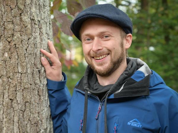 Als Kreisfachberater für Gartenbau und Landespflege am Rother Landratsamt ist Johannes Schneider (30) Ansprechpartner für alle Bereiche, in denen es um Bäume und Sträucher, Blühwiesen und Hecken, Magerrasen und Artenvielfalt geht. Vergangenes Jahr hat er die Nachfolge von Renate Haberacker angetreten.