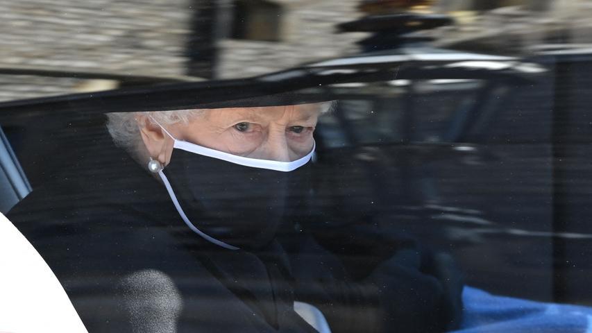Die Queen folgte dem Trauermarsch im Auto.