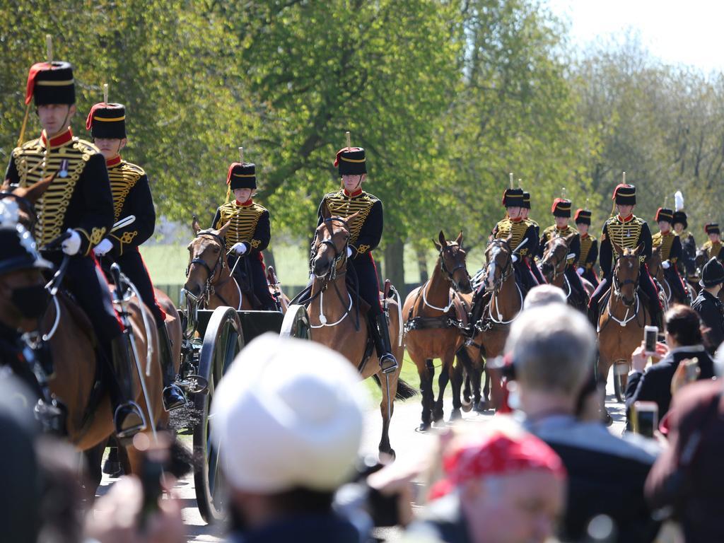 April 17, 2021, London, England, United Kingdom: King s Troop Royal Horse Artillery arrives at Windsor Castle ahead of Duke of Edinburgh Prince Philip s funeral. Philip died last week at the age of 99. London United Kingdom - ZUMAs262 20210417_zip_s262_029 Copyright: xTayfunxSalcix