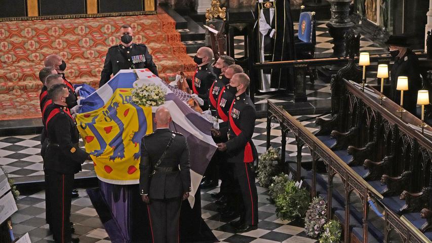 In der Kapelle wird der Sarg aufgebahrt.