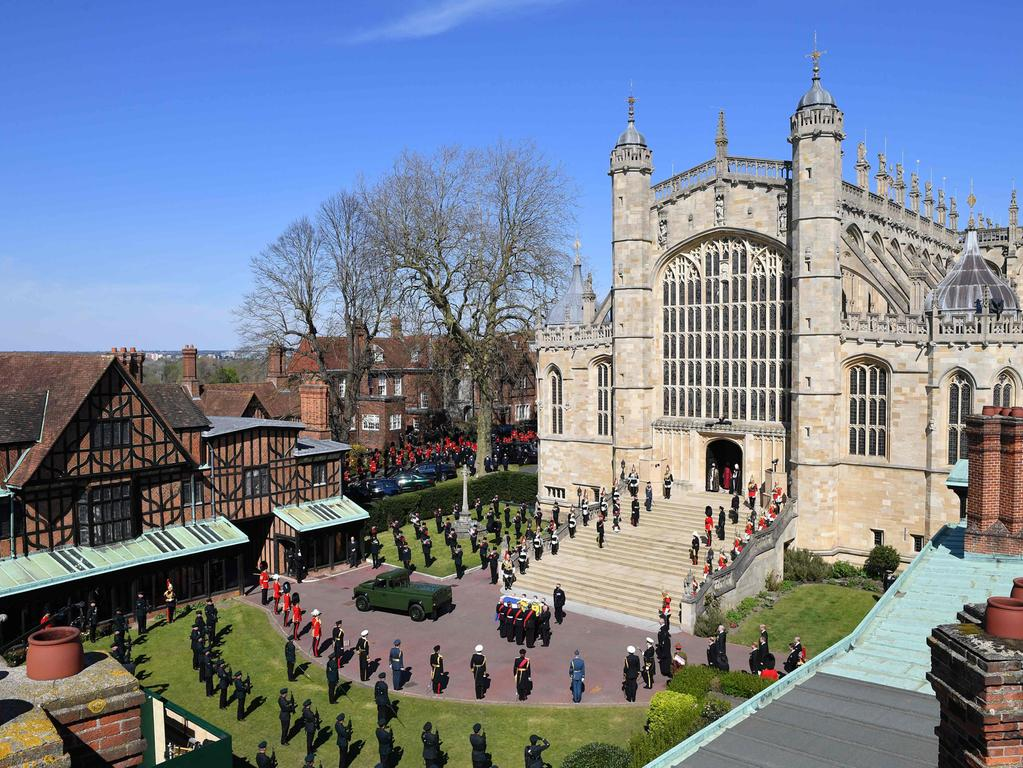 general view shows pallbearers of the Royal Marines carrying the coffin as it arrives at the West Steps of St George's Chapel during the ceremonial funeral procession of Britain's Prince Philip, Duke of Edinburgh in Windsor Castle in Windsor, west of London, on April 17, 2021. - Philip, who was married to Queen Elizabeth II for 73 years, died on April 9 aged 99 just weeks after a month-long stay in hospital for treatment to a heart condition and an infection. (Photo by JUSTIN TALLIS / POOL / AFP)