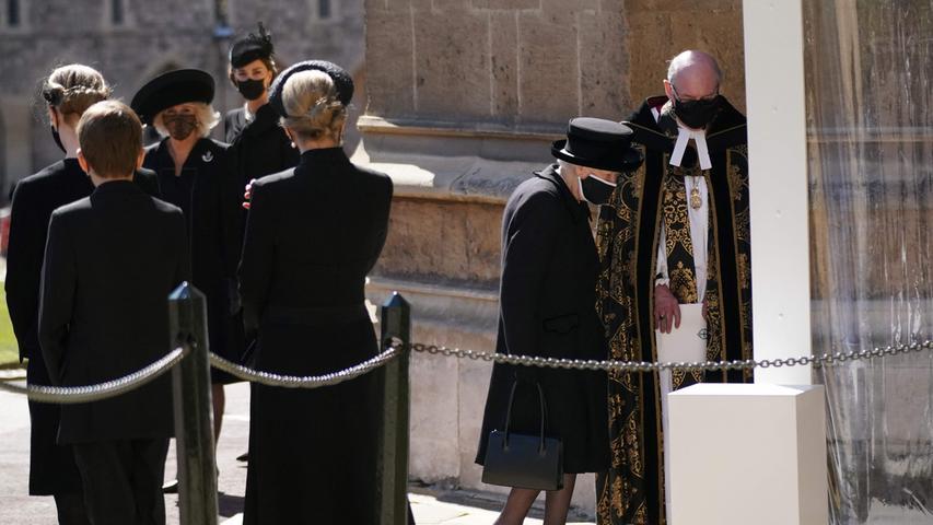 Die Queen auf dem Weg in die Kapelle.