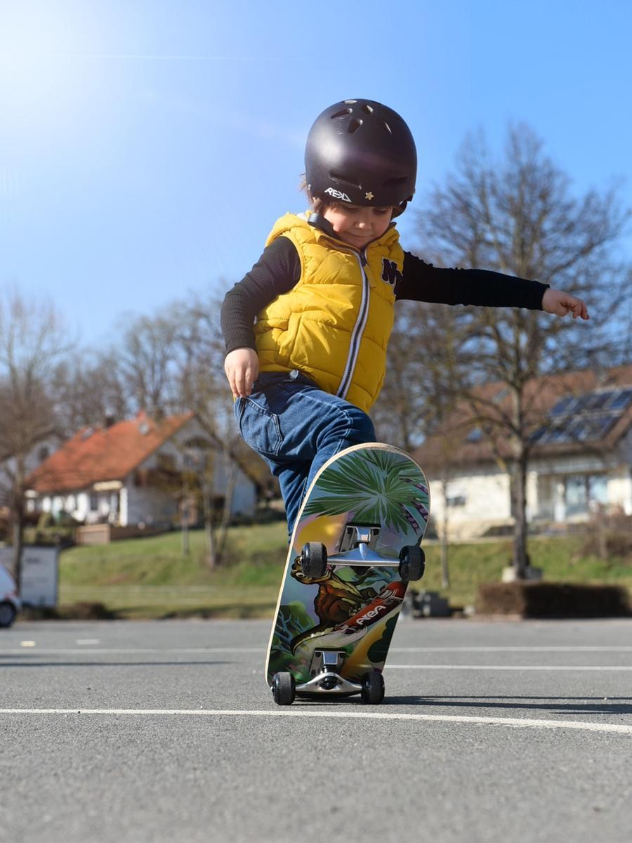 ... mit dem Skateboard oder....