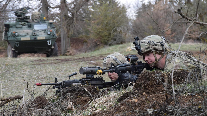Bis zum Monatsende trainieren die Soldaten mit Streitkräften aus mehreren Ländern den gemeinsamen Einsatz. Die OPFOR-Soldaten stellen während der Übung einen unberechenbaren Gegner dar.