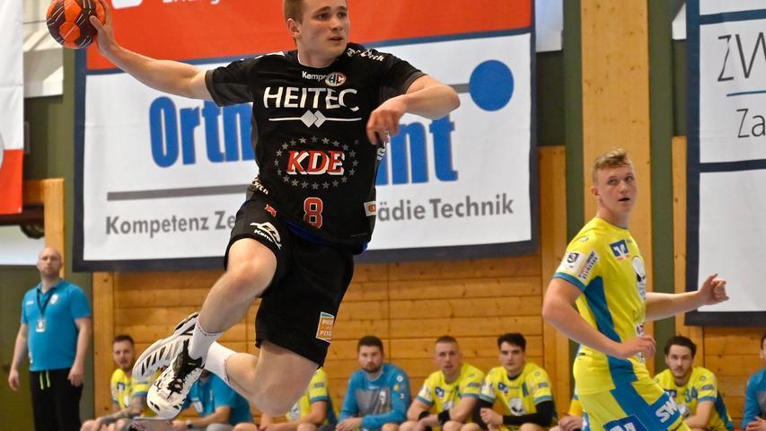Erlangen:  Endlich wieder Handball in der Hiersemannhalle, wenn auch nur der Ligapokal der 3. Liga. Hier verlor die 2. Mannschaft des Handballclub Erlangen gegen die Gäste aus Pforzheim mit 28:31 (13:13) Toren. Zuschauer waren nicht zugelassen, die Stimmung in der Halle irreal.  Im Bild: Maidl. 17.04.21. Foto:  Harald Sippel