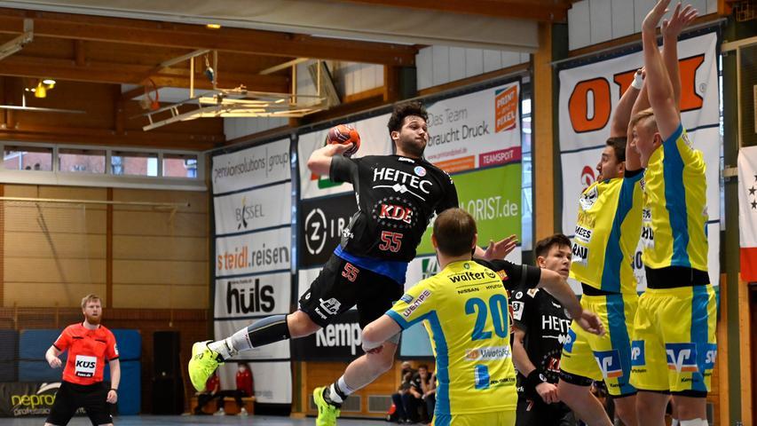 Erlangen:  Endlich wieder Handball in der Hiersemannhalle, wenn auch nur der Ligapokal der 3. Liga. Hier verlor die 2. Mannschaft des Handballclub Erlangen gegen die Gäste aus Pforzheim mit 28:31 (13:13) Toren. Zuschauer waren nicht zugelassen, die Stimmung in der Halle irreal.  Im Bild: Wenzel. 17.04.21. Foto:  Harald Sippel