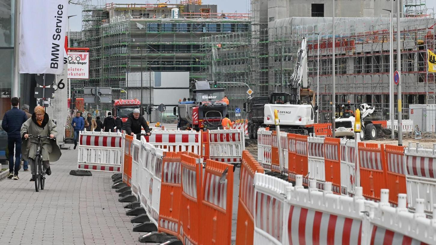 Bauarbeiten in der Günther-Scharowsky-Straße sind mittlerweile ein vertrautes Bild. Einige Bürger verlieren nun aber die Geduld.