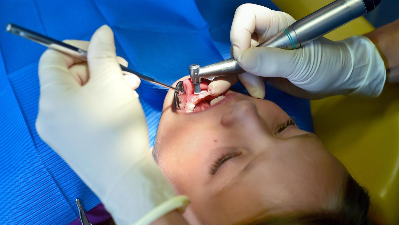 Angst vor dem Gang zum Zahnarzt ist nicht selten. Vielleicht aber eher ungewöhnlich, wenn ein Zahnarzt selbst Angst hat, seinen Mund für die Behandlung zu öffnen.