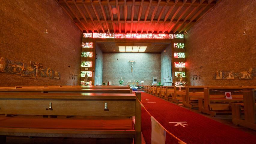 Im Inneren des Kirchenneubaus.