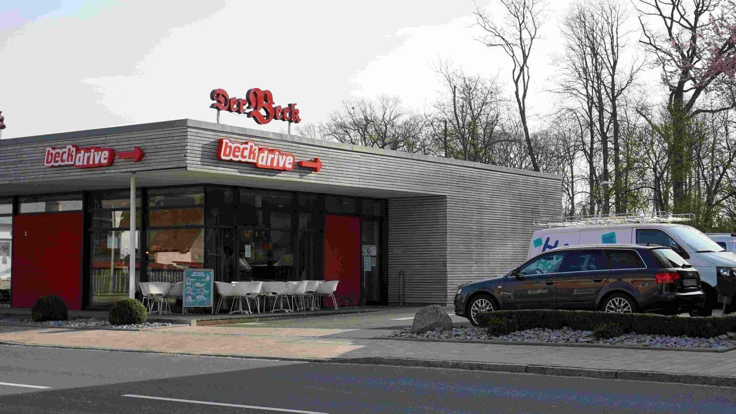 """Wo in Weisendorf derzeit noch eine Filiale der Bäckerei-Kette """"Der Beck"""" residiert, soll voraussichtlich Mitte September eine neue Apotheke einziehen."""