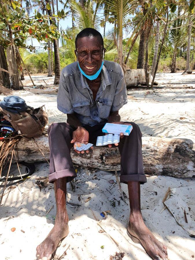 Sami, der an Diabetes leidet, freut sich, dass er durch die Vermittlung des Vereins nun auch Medikamente gegen die Krankheit bekommt.