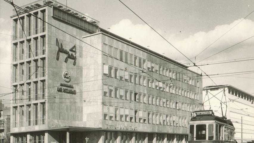 1952 wurde das Gebäude des Hauptsitzes der Universa am Nürnberger Rathenauplatz errichtet.