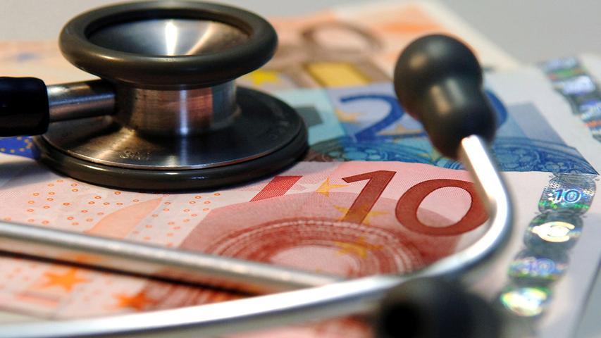 Die private Krankenversicherung ist der größte Bereich der Universa. Dieser legte im Vergleich zu anderen Anbietern auf dem Markt ein überdurchschnittliches Wachstum um 5,2 Prozent auf 645,7 Millionen Euro hin. Die Zahl der Vollversicherten sank aber leicht von 140.155 auf139.132. Mögliche Gründe:Die gestiegene Versicherungspflichtgrenze sowie der Wechsel von Selbstständigen in das Arbeitnehmerverhältnis