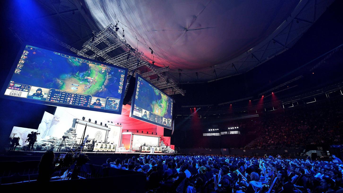Gaming ist mittlerweile eine Multimilliarden-Branche. Bei den Weltmeisterschafts-Finals von League of Legends waren - vor der Corona-Pandemie - Tausende Fans als Zuschauer in den Hallen.