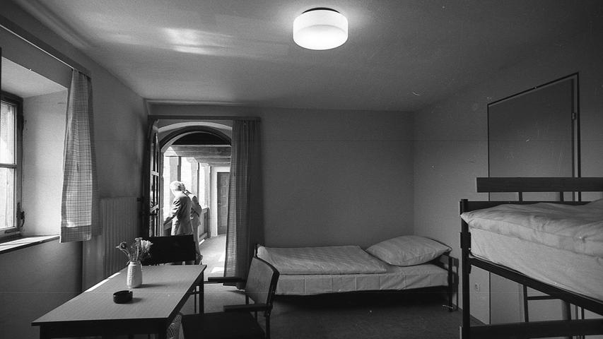 Das neu eröffnete Gästehaus im Lug-ins-Land-Turm. Hier geht es zum Kalenderblatt vom 23. April 1971.