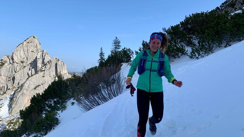 Foto: Running Team Schamel / privat; überm.v. aregler@gmx.de; gesp. 04/2021; ... Motiv: Läuferin Annika Johann vom Running Team Schamel aus Baiersdorf bei Alpe-Adria-Adventure, hier: Rotwand; Laufen; Berglauf;