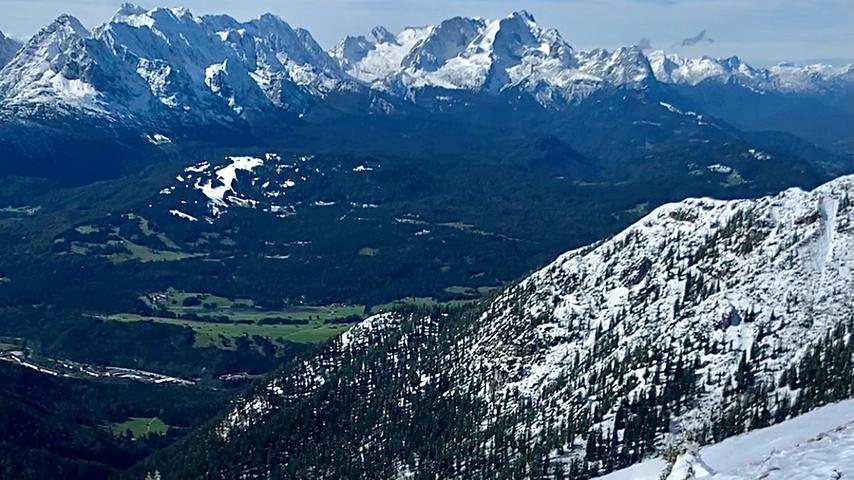 Foto: Running Team Schamel / privat; überm.v. aregler@gmx.de; gesp. 04/2021; ... Motiv: Läuferin Annika Johann vom Running Team Schamel aus Baiersdorf bei Alpe-Adria-Adventure, hier: Schöttelkarspitze; Laufen; Berglauf;