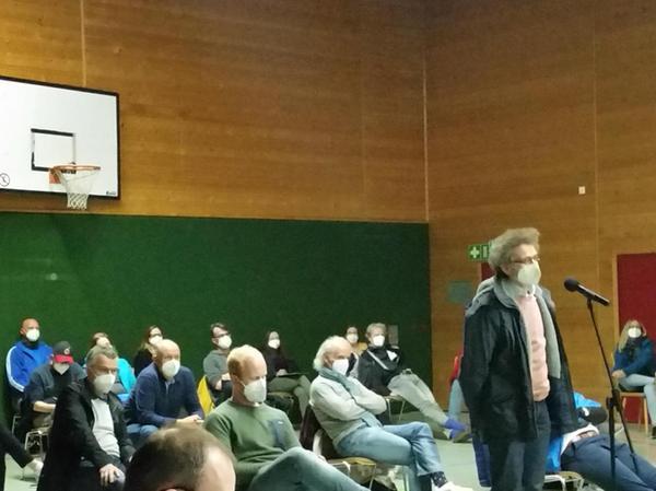 Bei der Debatte zu den Sportplatzplänen meldeten sich in Spardorf Gemeinderäte und Bürger sehr deutlich zu Wort.