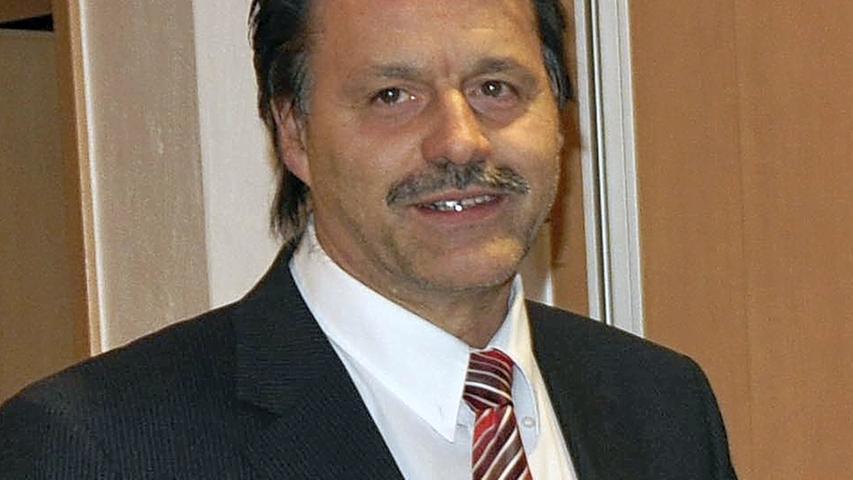 Ebenfalls seit 1996 ist Bernhard Kraus im Amt, allerdings nicht in Berg, sondern in Velburg im Landkreis Neumarkt in der Oberpfalz. Für eine erneute Amtszeit kann Kraus allerdings nicht antreten: Er ist mittlerweile 67 und hat damit die Altersgrenze erreicht.
