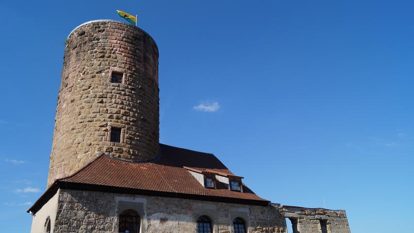 Wer am Kanal weiter südlich fährt, passiert nicht nur zahlreiche historische Schleusenhäuser. Bei Burgthann können sich Interessierte auch die Burg Thann ansehen, deren Ursprünge im 12. Jahrhundert liegen. Ein Museum in der Burg zeigt, wenn es wieder geöffnet ist, die Geschichte des Gebäudes sowie des Ludwigkanals.