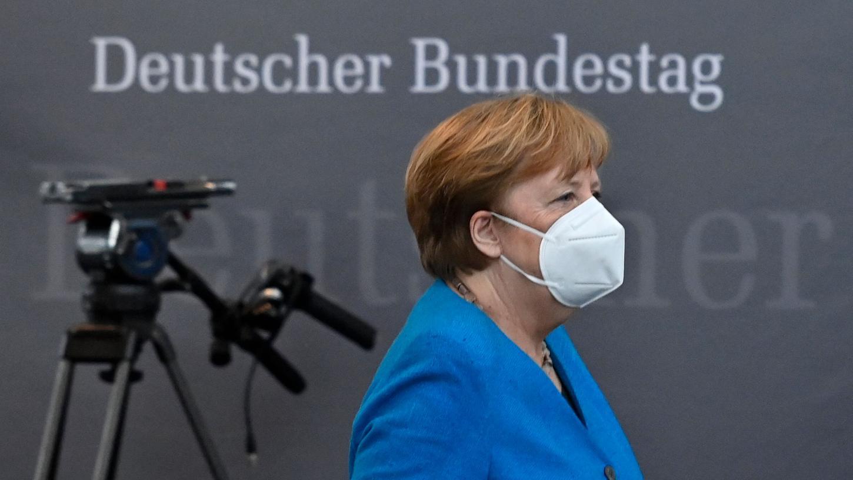 Merkel verwies die angespannte Lage auf den Intensivstationen vieler Krankenhäuser. Sie sagte: