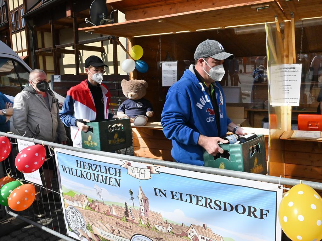 Das für das 1000-jährige Jubiläum von Eltersdorf gebraute Festbier ging weg wie warme Semmeln. .Foto: Klaus-Dieter Schreiter