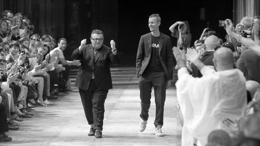 Der israelische Modeschöpfer Alber Elbaz starb im Alter von 59 Jahren.Elbaz arbeitete während seiner Karriere in mehreren Modehäusern. Nach Stationen bei Guy Laroche und Yves Saint Laurent war er viele Jahre lang für das Modehaus Lanvin tätig.