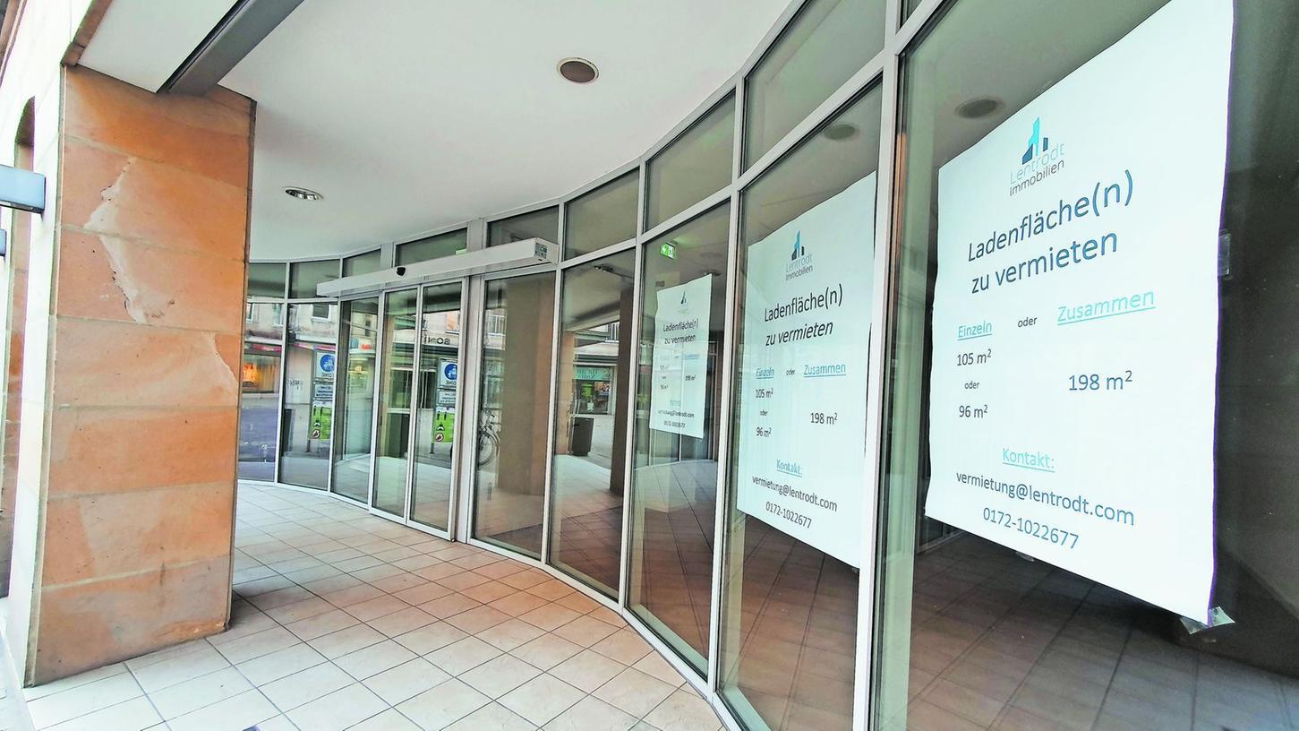 """Leerstände in Fürths Innenstadt sollen in Pop-up-Ateliers und -Theater verwandelt werden. """"Zwei bis drei Läden"""" möchten die Kulturamtsleiterin und die Innenstadtbeauftragte den Künstlern zur Verfügung stellen."""