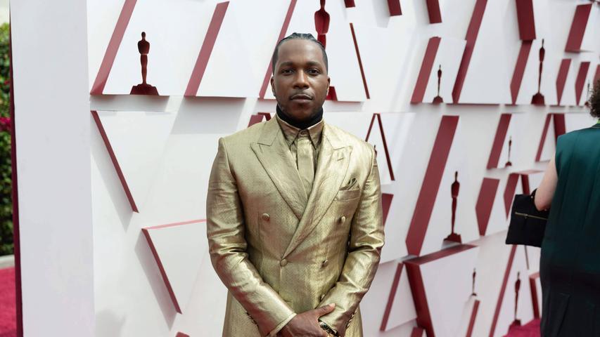 Top: Leslie Odom Jr. bekam zwar keinen Oscar, sah aber wenigstens aus wie einer: in seinem doppelreihigen Anzug von Brioni. Aus einem mit echten Goldfäden gewebten Jacquardstoff, wie ihn sonst angeblich nur noch der Vatikan verwendet.