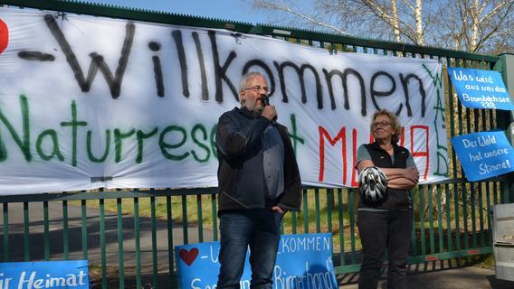 300 Bürger demonstrieren auf Rädern gegen den geplanten Center Parc