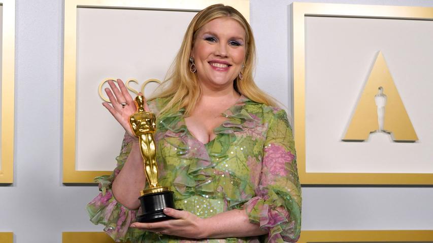 Top: Wie dieses in zarten Tönen floral bedruckte Chiffonkleid von Gucci den Babybauch von Oscar-Gewinnerin (Bestes Originaldrehbuch) Emerald Fennell umschmeichelte: einfach nur schön.