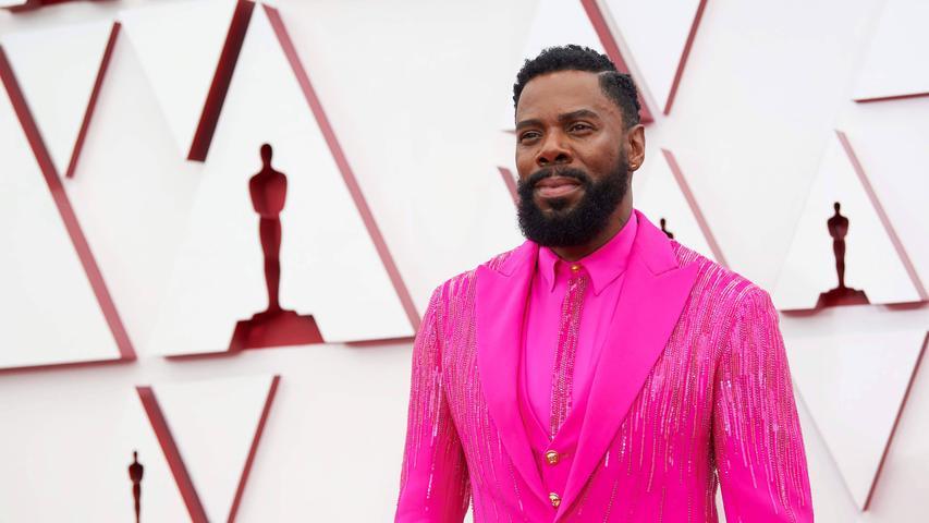 Flop: Männer und Pink sind immer eine heikle Kombination. Männer komplett in Pink sind eine Zumutung. Auch wenn Versace im Etikett steht. Sorry, Colman Domingo.