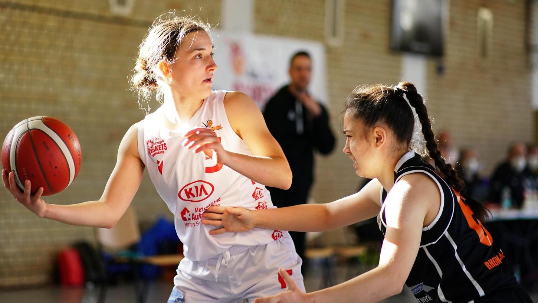 Eine starke Leistung lieferten die Kia Baskets (li. Lea Rasenberger) am Sonntag in Bad Homburg ab. Sie belohnten sich allerdings nicht.,