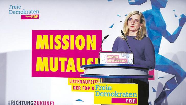 Kristine Lütke ist 38 Jahre alt und Betreiberin eines Seniorenheims. Sie tritt als Direktkandidatin im Wahlkreis Roth/Nürnberger Land an. Bei der Landesdelegiertenversammlung der FDP war sie München dabei (im Bild) – und landete auf Platz 12.
