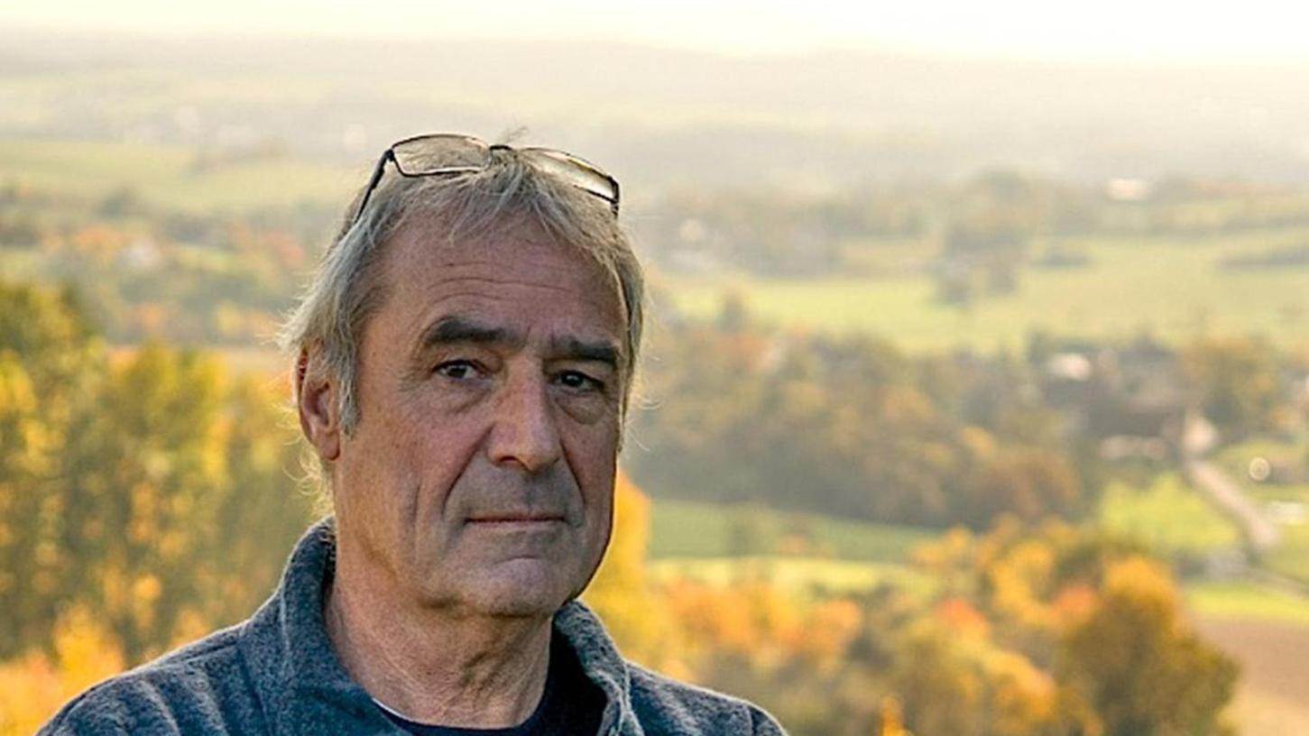 Der Preisträger: Tommie Goerz (1954 geboren als Marius Kliesch) hat Soziologie, Philosophie und Politische Wissenschaften studiert und wohnt in Erlangen. Er arbeitete zwanzig Jahre lang bei einem der größten Agenturnetzwerke der Welt, erhielt diverse Auszeichnungen und war auch als Dozent tätig. Seit 2010 schreibt er Sachbücher sowie Kriminalromane um den Kommissar Friedo Behütuns, jetzt als Ruheständler.