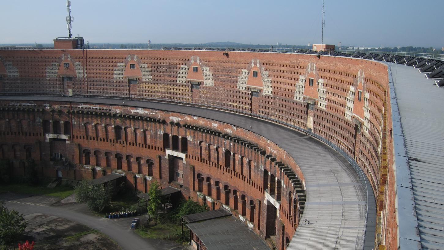 Für die Interimsnutzung der Oper müsste der Bogengang umgebaut werden. Für den Zuschauerraum und dem Orchestergraben müsste im Innenhof ein eigener Bau errichtet werden.