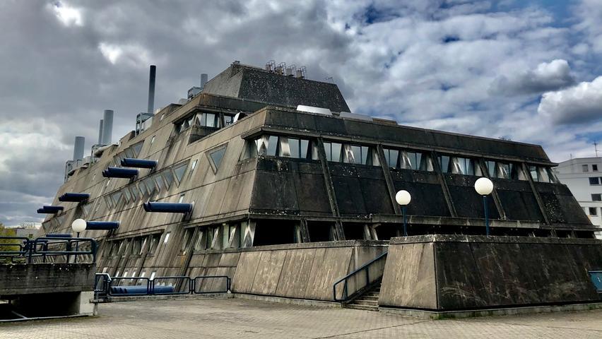 Dieser Baustil ist am Aussterben: Beton-Brutalismus -diesmal besucht unser Berlin-Korrespondent den Berliner Mäusebunker.  Mehrpersönliche Lieblingsorte von unserem Berlin-Korrespondent Harald Baumer.