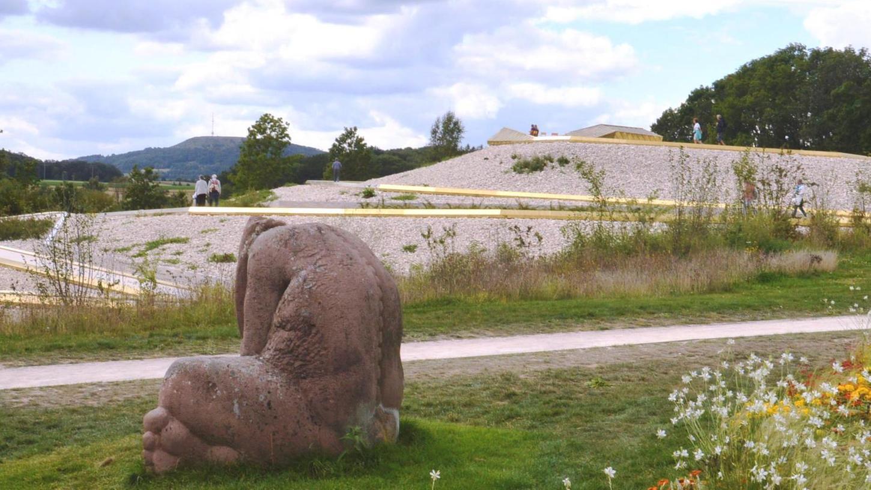 Wo sich jetzt die Steinaufschüttung mit dem Goldenen Weihersteig befindet, war einst eine Bauschuttdeponie.