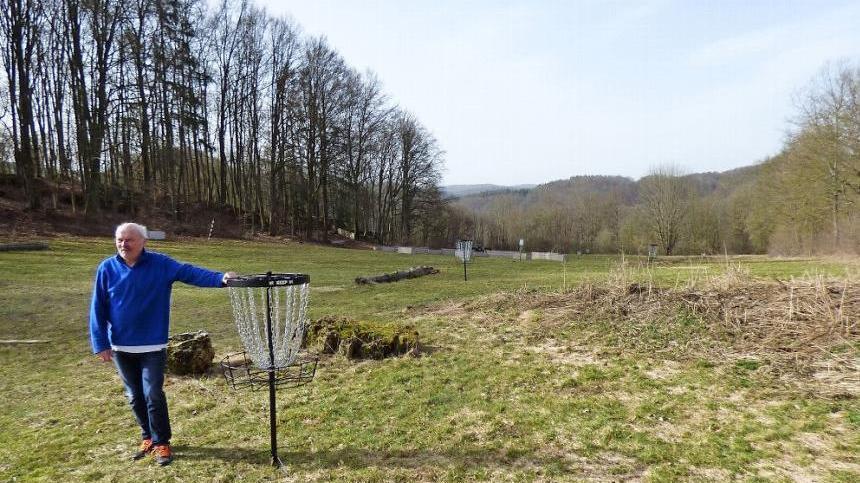 Der Gössweinsteiner Funkmast entsteht am neuen Standort hinter dem Freibad und unterhalb des Sternenhofs inmitten der Disc-Golfanlage.