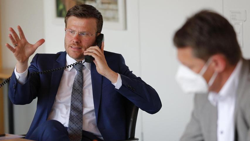 Für Rückfragen ließ sich Marcus König die Telefonnummer der Anruferinnen und Anrufer geben, die sein Kommunikationschef Andreas Franke notierte.