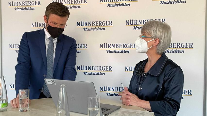 Für den Livestream auf Facebook beantwortete König die Fragen der User, die bei Moderatorin Elke Graßer-Reitzner eingingen.