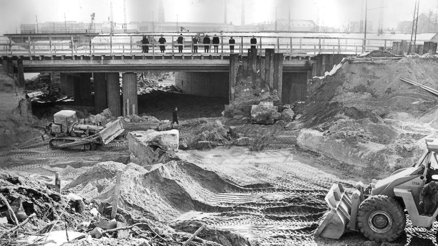 1965 nahm die Kreuzung des neuen Frankenschnellwegs an der Fürther Stadtgrenze langsam Konturen an.