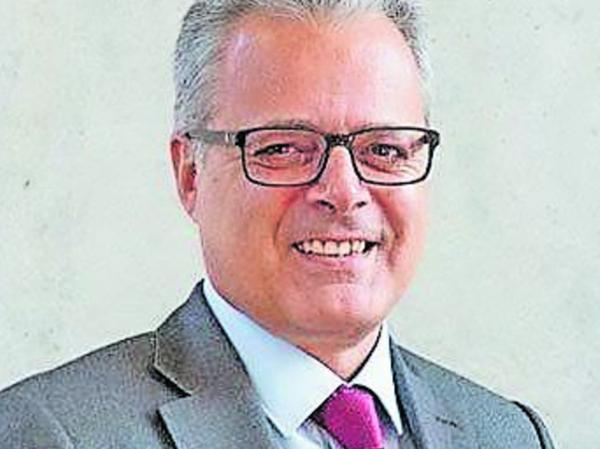 Dr. Harald Pechlaner ist seit 2003 Inhaber des Lehrstuhls für Tourismus an der Katholischen Universität Eichstätt-Ingolstadt und Leiter des Zentrums für Entrepreneurship. Gastprofessuren und Forschungsaufenthalte führten ihn in die Vereinigten Staaten, nach Australien und in seine Heimat Südtirol an die Freie Universität Bozen. Dort war er von 1993 bis 1998 der Leiter der Abteilung Fremdenverkehr der Südtiroler Landesregierung und Leiter der Südtirol Tourismus Werbung in Bozen. Er ist seit 2017 wissenschaftlicher Leiter des Kompetenzzentrums Tourismus des Bundes und ein international angesehener Fachmann im Bereich Tourismus und Unternehmen.