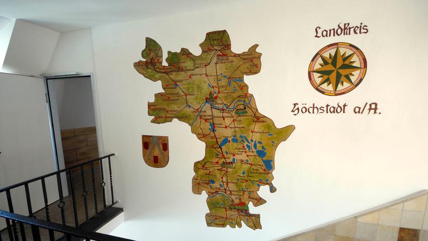 Historisches Wandgemälde im Landratsamt: der alte Landkreis Höchstadt.