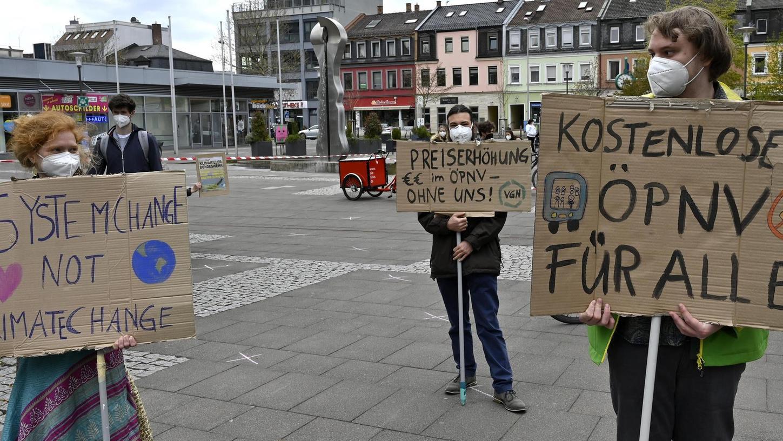 Gegen Preiserhöhungen und für den kostenlosen ÖPNV – nicht nur in der Erlanger Innenstadt ab Januar – demonstrierten Fridays for Future erst kürzlich.